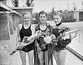 Nationale zwemkampioenschappen Amsterdam, start 100 meter rugslag dames Mary Ko, Bestanddeelnr 907-9766.jpg