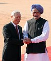 Nguyen Phu Trong with the Prime Minister, Dr. Manmohan Singh, at the ceremonial reception, at Rashtrapati Bhavan, in New Delhi on November 20, 2013 (1).jpg