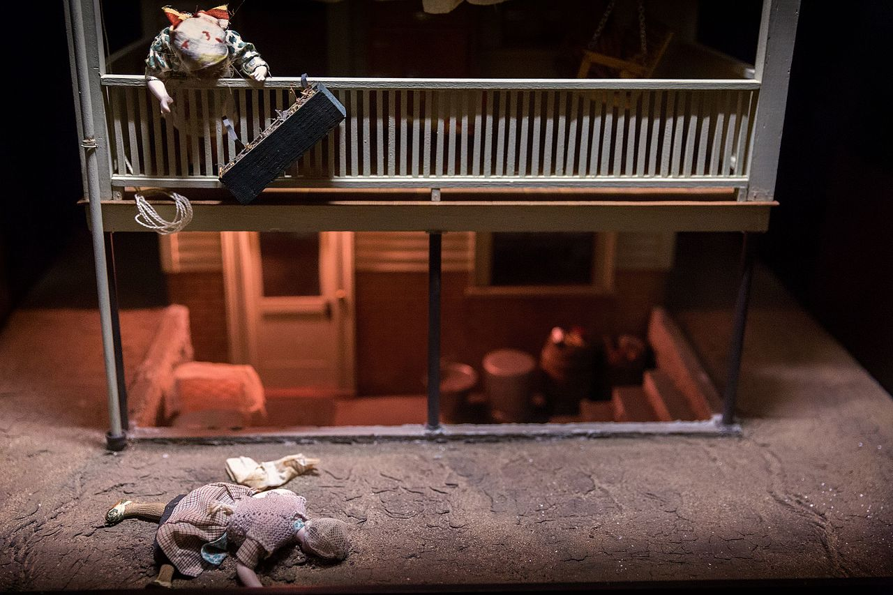 File Nutshell Studies Of Unexplained Death Two Story Porch Diorama Jpg Wikimedia Commons