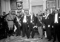 O PR Manuel Teixeira Gomes com o chefe do Governo, António Maria da Silva, e outras individualidades, na Sociedade de Geografia de Lisboa (1923-11-03).png