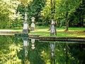 Ognon (60), parc d'Ognon, groupe sculpté à l'extrémité sud du miroir d'eau.jpg