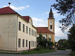 Opatovice - kostel a škola.jpg