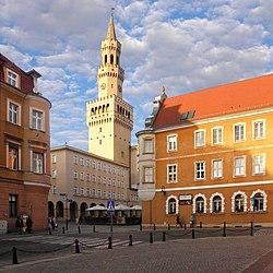 Opole - ratusz i zabykowe kamieniczki w Rynku