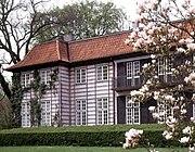 Ordrupgaards hovedbygning set fra parken.jpg