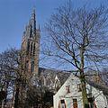 Overzicht de kerktoren en een deel van de zuidgevel - Hilversum - 20381525 - RCE.jpg
