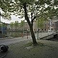 Overzicht garenspinnerij met brug op de voorgrond - Gouda - 20366673 - RCE.jpg