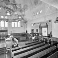 Overzicht van de gebedsruimte met Heilige Arke en biema (= verhoging voor het voorlezen van de Tora) van de synagoge te Enschede - Enschede - 20338373 - RCE.jpg