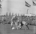 PSV tegen Sparta 0-1 Hoenen (PSV) in duel met Hans de Koning van Sparta, Bestanddeelnr 915-0709.jpg
