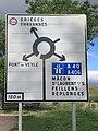 Panneau Directions Rond-point Route Villeneuve Crottet 1.jpg