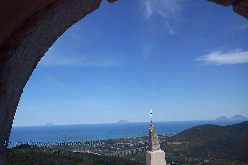 File:Panoramacaprileone.jpg
