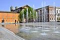 Panoramica della piazza con la inconfondibile fontana.jpg