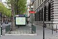 Paris Metro 7 Sully-Morland Eingang.JPG