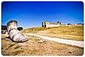Partie du monument Geoffroy la Grand'dent, abbaye de Maillezais (2).jpg
