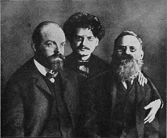 Leon Trotsky - Trotsky with Alexander Parvus (left) and Leo Deutsch (right) in prison in 1906