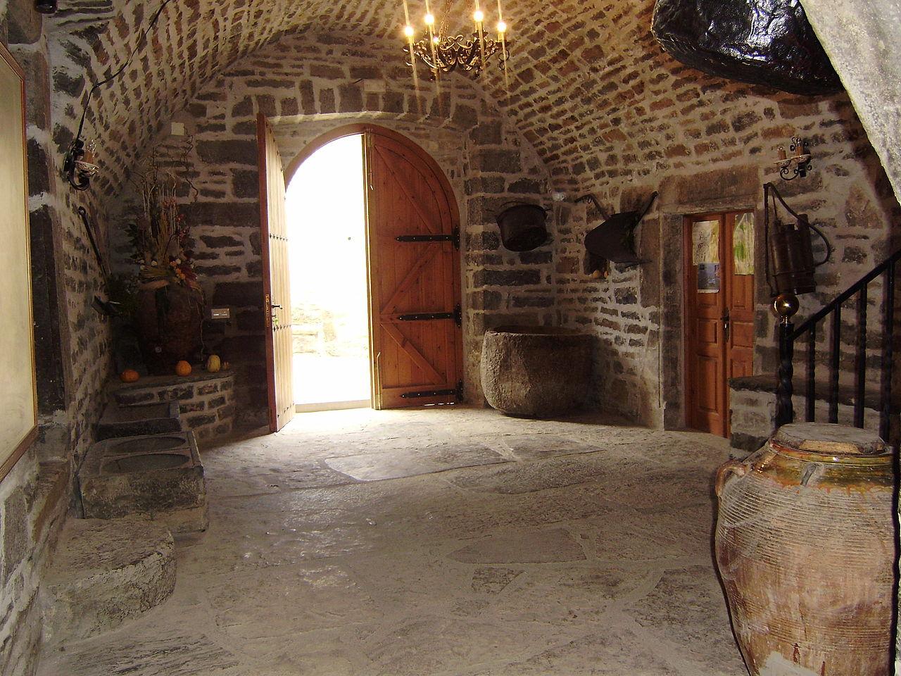 File patio interior de casa bara jpg wikimedia commons for Patios de casas