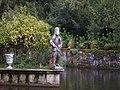 Pazo de Oca - 12 - Estatua no estanque.JPG
