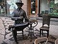 Pessoa Statue 01 (346662015).jpg