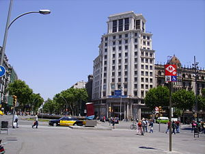 Gran Via de les Corts Catalanes - Crossing between Gran Via de les Corts Catalanes and Passeig de Gràcia. Note the red Metro sign.