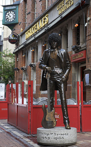 Philomena Lynott - Statue of Phil Lynott on Harry Street, Dublin