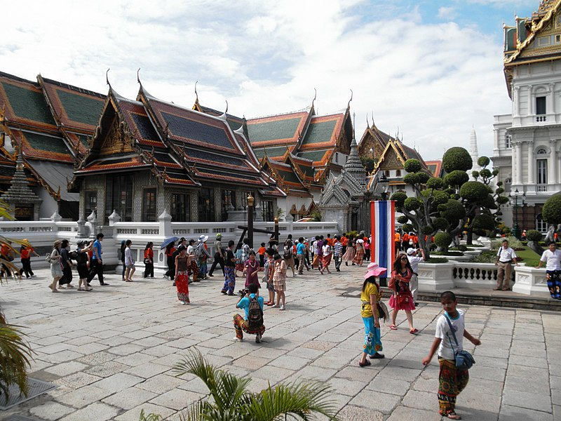 File:Phra Borom Maha Ratchawang, Phra Nakhon, Bangkok, Thailand - panoramio (19).jpg