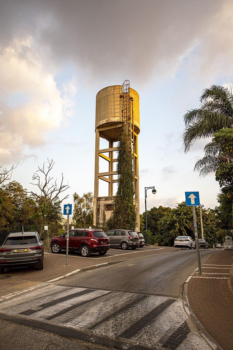 חדרה - מגדל המים גבעת בוסל, משק פועלות