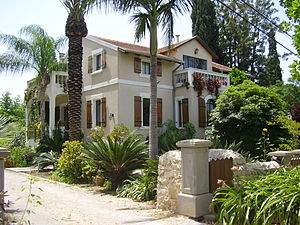 Bnei Atarot - Image: Piki Wiki Israel 8291 renovated templer house in bnei atarot