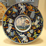 Plate with winged putti and trophies, Italian, probably Urbino District or Venice, c. 1510-1520 - National Gallery of Art, Washington - DSC08639.JPG