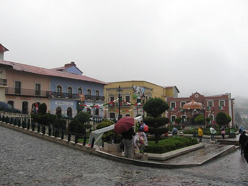 Muéstranos tu Ciudad/Pueblo o País 800px-PlazaRealdelMonte