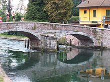 Il ponte di Castelletto di Cuggiono, che consente ancora oggi l'attraversamento del Naviglio Grande dal territorio di Cuggiono