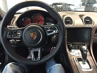 Porsche 982 - The updated cockpit of the 718 has the 4th generation of the Porsche PCM system, indicated by the display without bezels. This model has multifunction steering wheel controls.