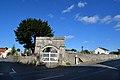Portail du cimetière de Marigny à Longues-sur-Mer.jpg