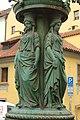 Praha, Malá Strana, Míšeňská, lampa, sochy.jpg