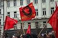 Praha, Václavské náměstí, Demonstrace 2011, vlajka mladých komunistů s Che Guevarou.jpg