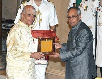 Umayalpuram K. Sivaraman - Pranab Mukherjee presenting the Sangeet Natak Akademi Fellowship to Shri Umayalpuram Kashivishwanatha Sivaraman, at the investiture ceremony of the Sangeet Natak Akademi Fellowships and Sangeet Natak Akademi Awards-2011
