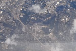 RBD DALLAS EXECUTIVE AIRPORT FROM FLIGHT CDG-IAH 777 F-GSQM (10316215394).jpg