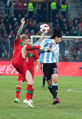 Éver Banega - Banega and Raul Meireles of Portugal in a 2011 friendly