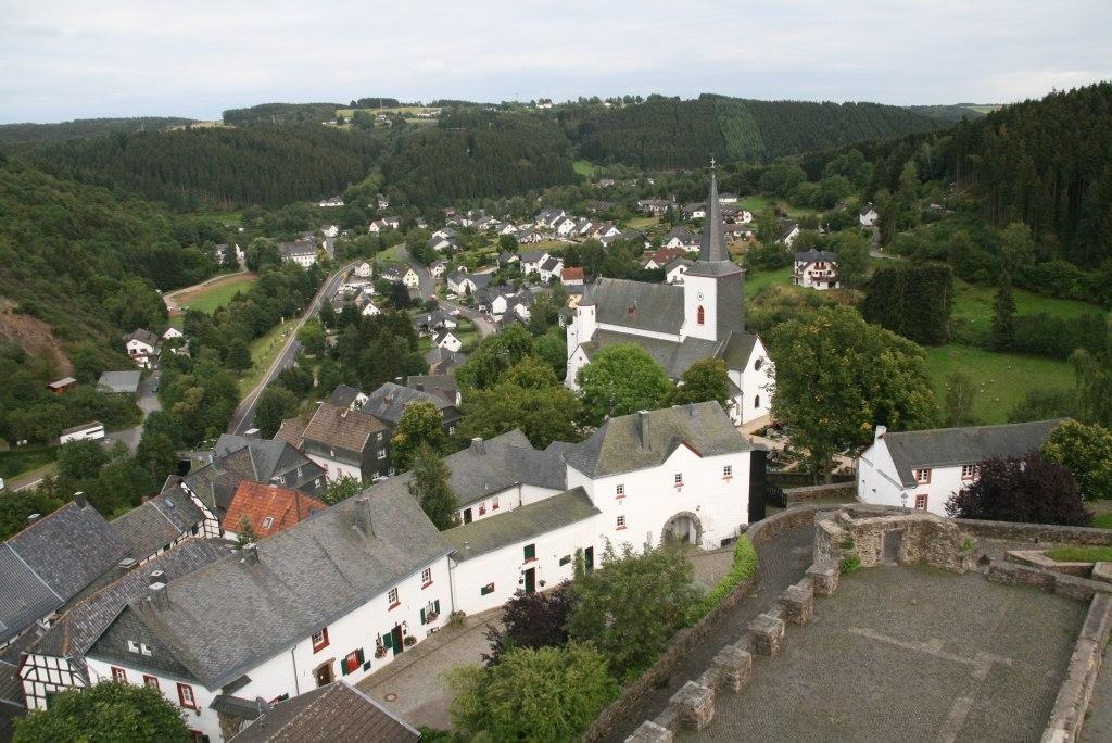 1024px-Reiferscheid_Eifel_by_Niederkasseler_-_panoramio.jpg
