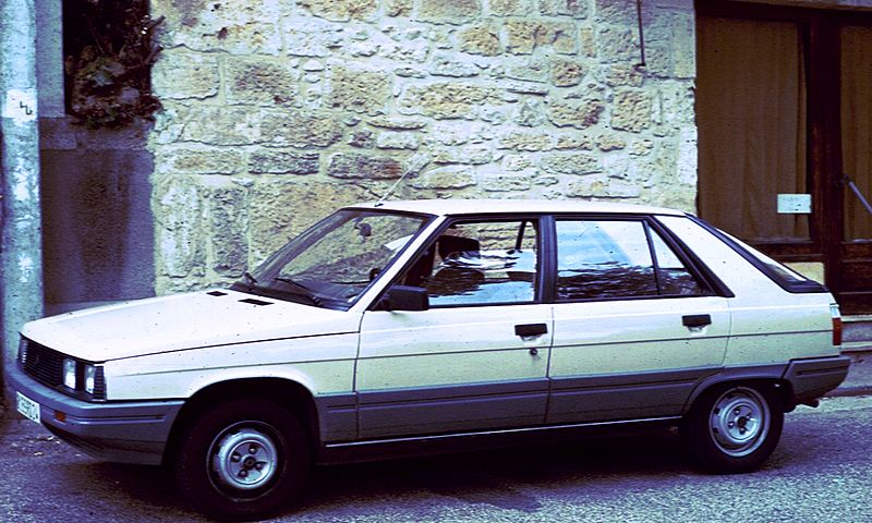 File:Renault 11 with wall.jpg