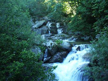 Madriu River, Madriu-Perafita-Claror Valley, Le paysage culturel de la vallée du Madriu-Perafita-Claror est un microcosme qui témoigne du génie déployé par les populations des Pyrénées au cours du millénaire pour exploiter les ressources locales Ses paysages spectaculaires de montagnes déchiquetées et de glaciers, avec ses alpages et ses profondes vallées boisées, couvrent une zone de 4 247 ha, soit 9% de la superficie totale de l'Andorre