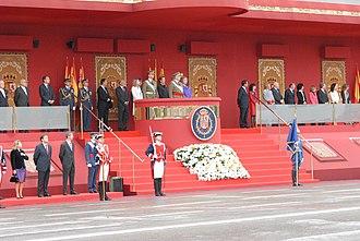 Fiesta Nacional de España - Image: Rodríguez Zapatero asiste al desfile militar con motivo de la Fiesta Nacional de España