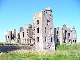 Ruined Slains Castle - geograph.org.uk - 1461044.jpg