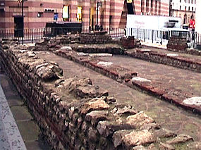 Ruins of the Mithras Temple in the City of London, 2004.jpg