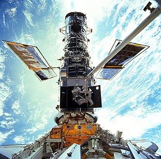 STS-103 - Astronauts Steven Smith and John Grunsfeld replacing rate sensor units