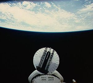 STS-51-D - Image: STS 51 D Syncom IV 3 deployment
