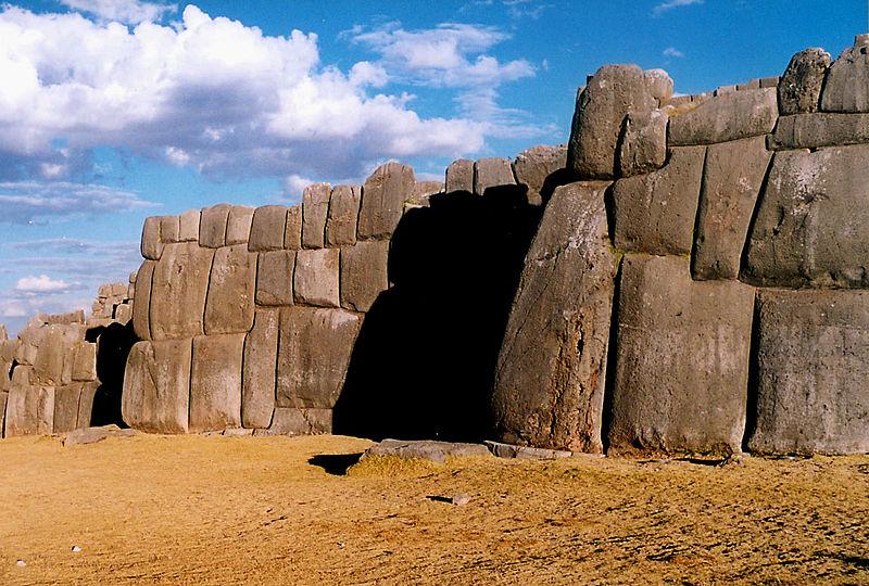 стены Саксайуаман