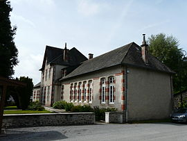 The town hall and school in Saint-Étienne-aux-Clos