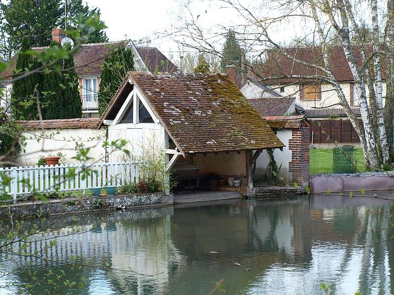 Saint-Maurice-Thizouaille (Yonne, France) , un lavoir privé sur l'Ocre, affluent du Tholon.