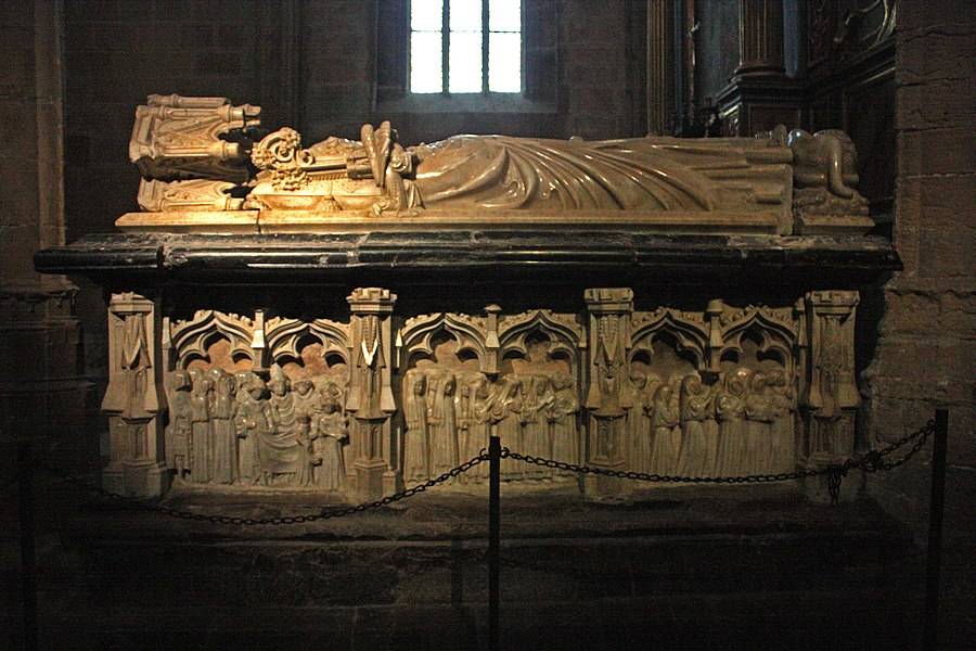 The recumbent on the grave of Hugues de Castillon (1336-1352).