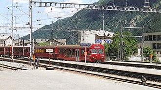 Samedan (Rhaetian Railway station) - Train arriving at platform 3 of Samedan station