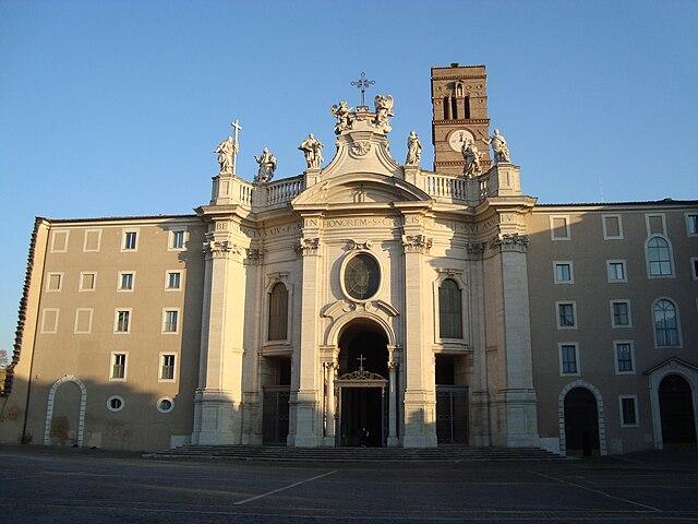 Fachada de la Basílica de la Santa Cruz de Jerusalén. Fuente: Wikipedia